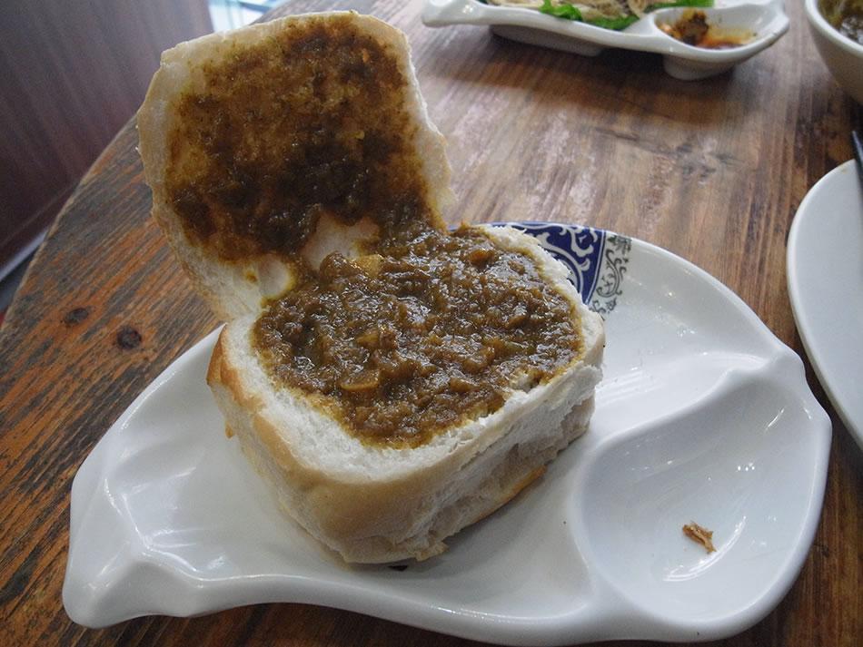 画像: 新仙清湯腩咖哩専門店のカレーパン