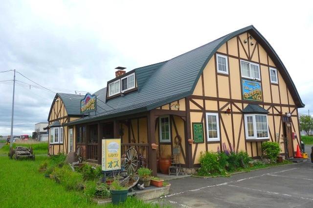画像: 1992年創業。雄大な景色の中、湿原の道路沿いにポツンと佇む1軒家。牧歌的な空気感もGOOD