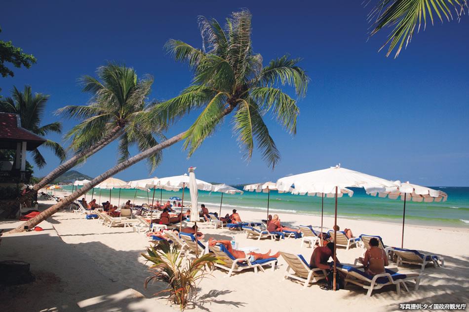画像: ホテルのすぐ目の前に、美しいビーチが広がる