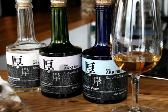 画像: 蒸留所NEW BORNで実験的に時期をずらして生産されたウィスキー3種。もちろん市中では完売で希少な1杯