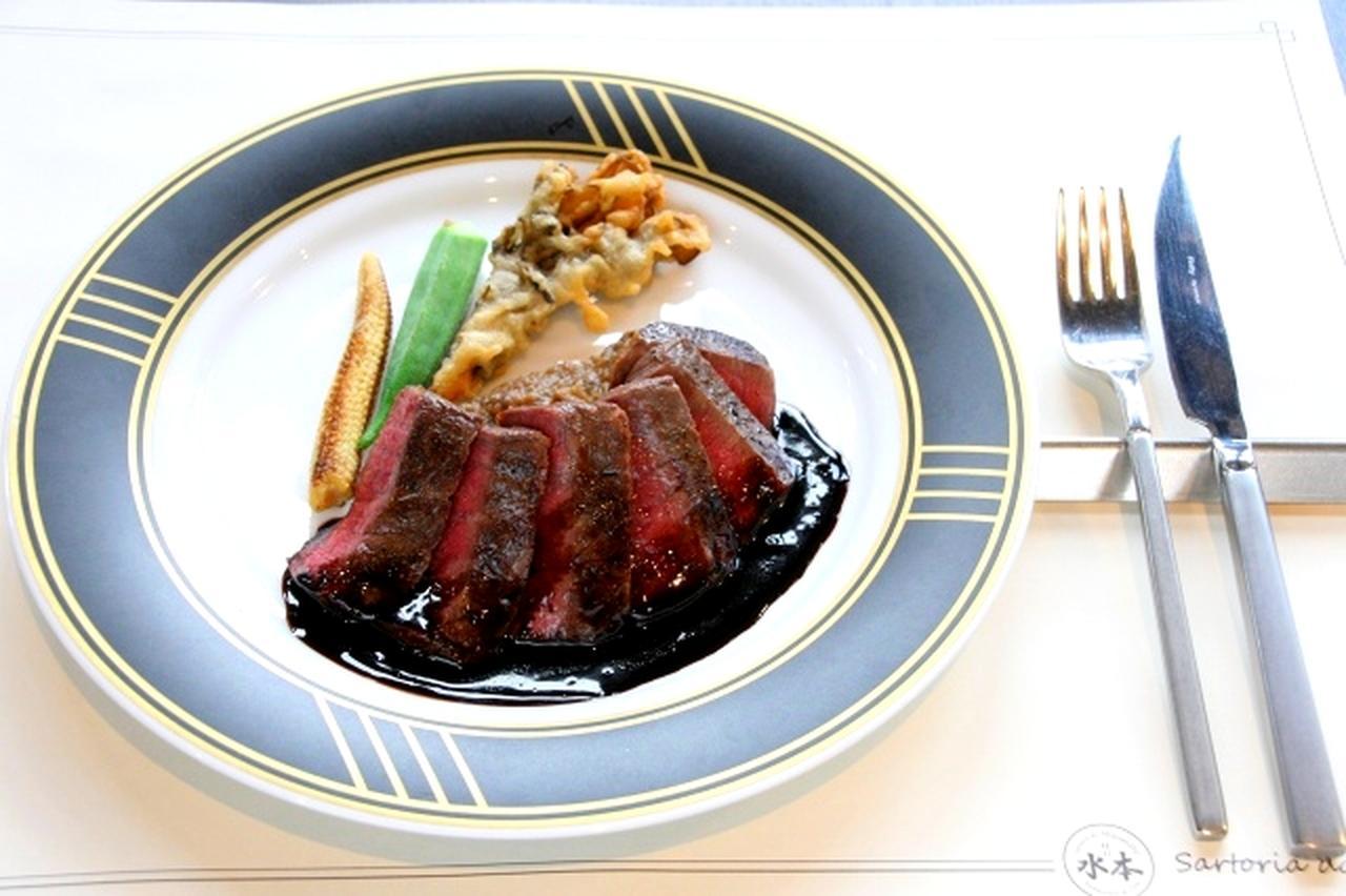画像: 黒毛和牛のタリアータは、香ばしく焼きあがった黒毛和牛と中のミディアムレアな仕上がりが野菜とマッチ