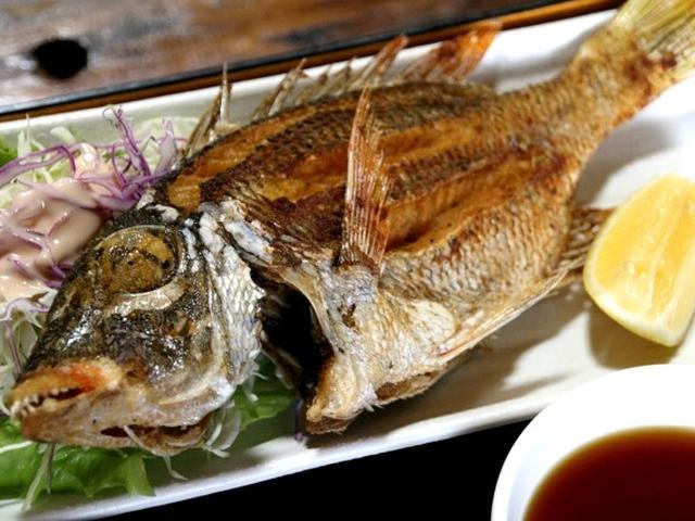 画像: フエダイの素揚げも、サクサクで香ばしく、白身の旨みも秀逸です。(あげ魚、エビフライ、魚フライから選べます)