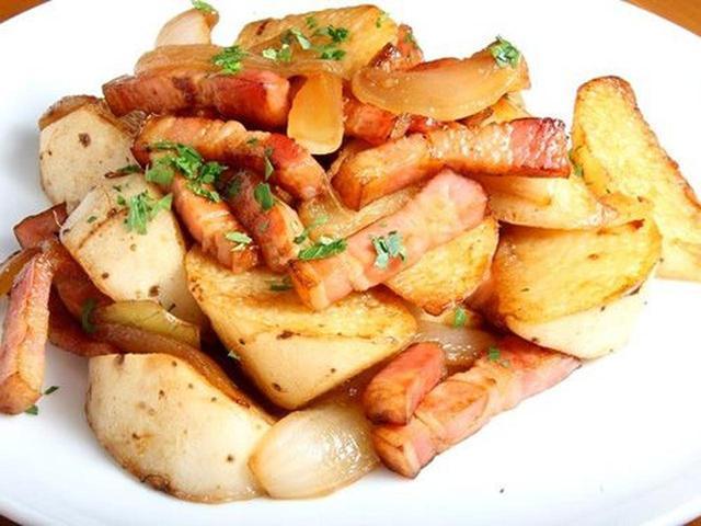 画像: 「長芋ジャーマン」長芋の芯がシャリシャリで、それでいて周りがほっこりとしています。十勝産豚を使用したベーコンや玉ねぎも。