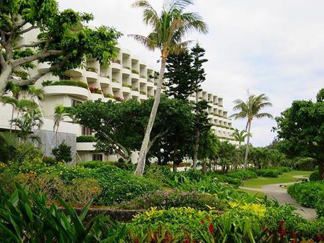 画像: 島を代表するリゾート『宮古島 東急リゾート(2015年5月1日より宮古島東急ホテル&リゾーツに名称変更)』のレストランへ。