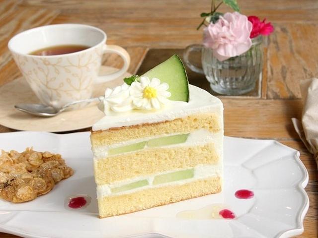 画像: メロンのミルキーショートケーキ。紅茶は3種類。これはセイロン、他にマンゴー、モンターニュブルーも(変わります)。