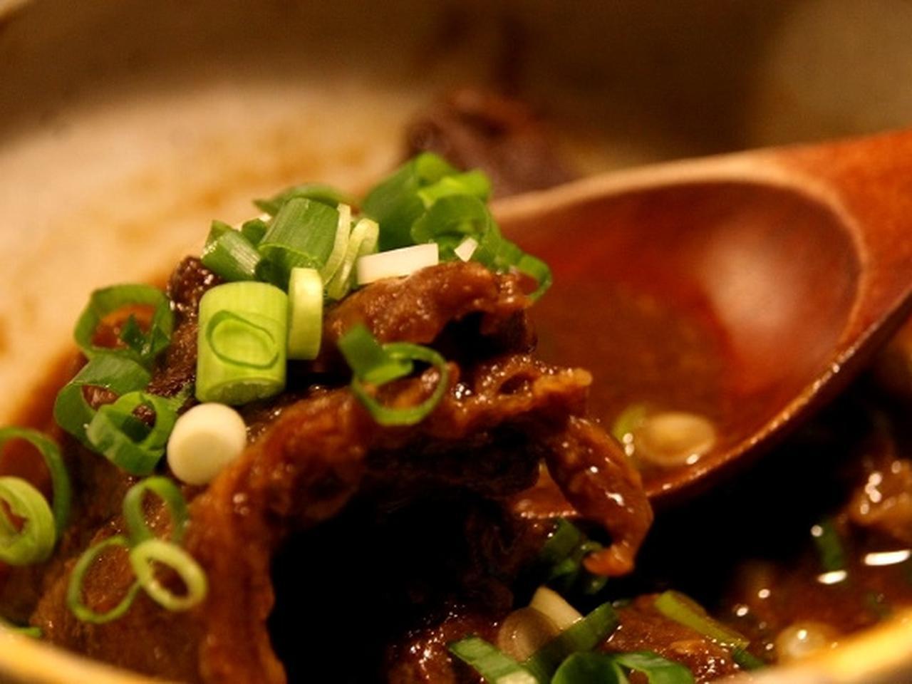 画像: 「牛すじ肉の味噌煮込み」八丁味噌と仙台味噌を合わせているそう。牛すじ柔らかく、コクのある味噌テイストに思わず唸ります。