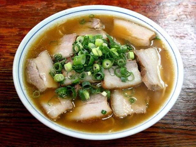画像: 他にも「チャーシューメン」。岡山の王道的な醤油トンコツラーメンです。チャーシューも柔らかくて美味しい!