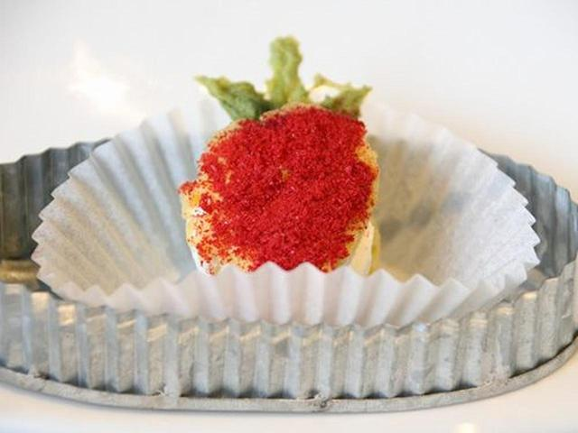 画像: 最初に登場する「Snack(スナック)」。十勝産小麦粉を使用したクッキーの間にクリームチーズのマスカルポーネ。