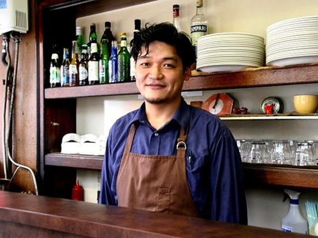 画像: 30年以上続く人気店の味を、バックパッカーズバー「スワロウテイル」をなさっていた迫田匡人さんが引き継いだのは6年前のこと。
