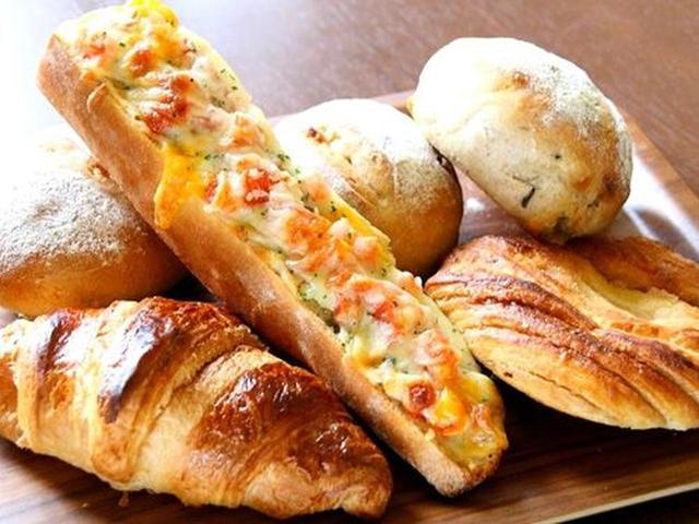 画像: 常時7~8種類のパンがあるそう。アールグレイミルクやキャラメルピーナッツなど、いろいろ。
