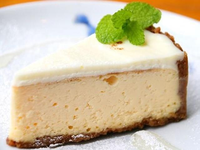 画像: 「グラハムチーズケーキ」は、重厚なチーズケーキ。美味しさのポイントはシナモンの風味とサワークリーム。