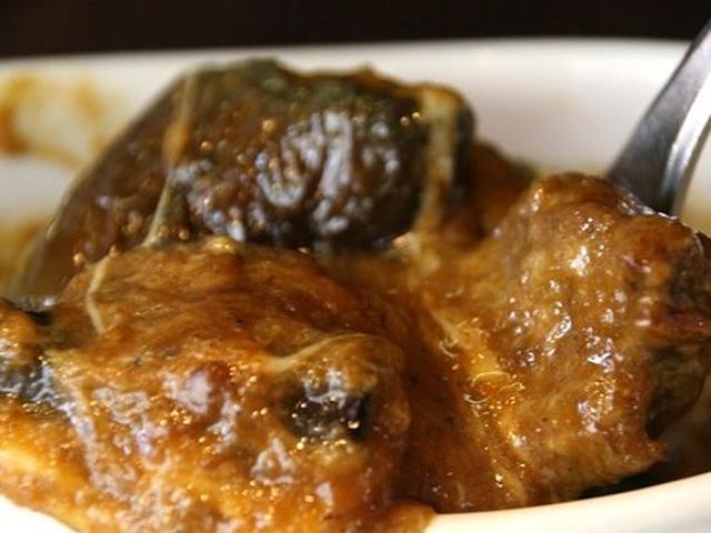 画像: ベースはビーフカレー。「ルウを作るのに3日かかるんですよ」と迫田さん。欧風というか、濃厚なコクのあるテイスト。