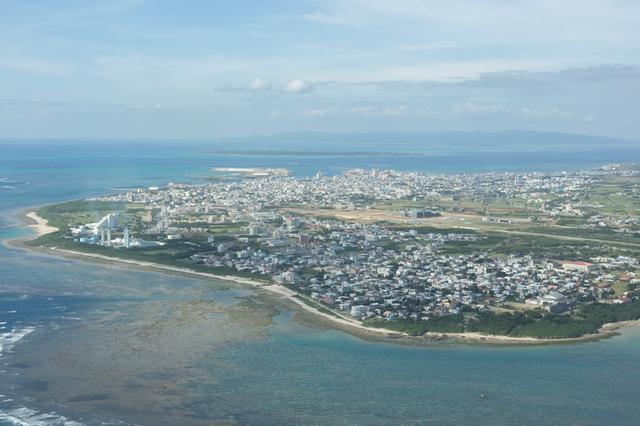 画像2: 機内から眺める石垣島