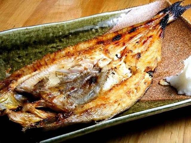 画像: さすが北海道の良さが前面に出たような、ほっけの開き。網走の能取湖産の青つぶ焼きもオススメです。