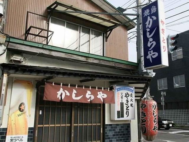 画像: カウンター主体の店内は昭和的な雰囲気が残っています。ご自宅を改装してなさっているのかと思いきや、店舗を借りているのだとか。