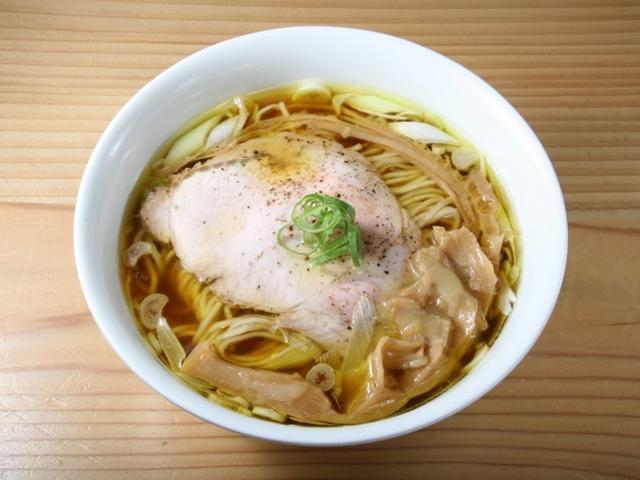 画像: 「しょうゆ」。構成要素は、鶏、水、醤油のみ。清湯系なのに、重厚な深みを感じます。もちろん無添加。