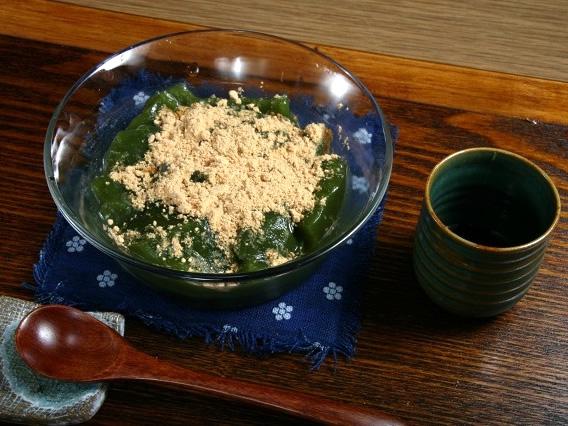 画像: 食後には「屋久島茶風味のできたて本葛餅」を。葛もちができたて!凄いです。