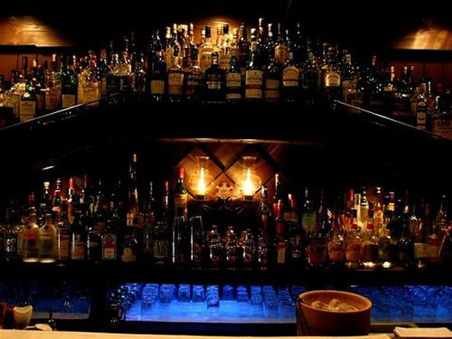 画像: 数多くのスコッチウィスキーが揃っているそう。伺えば700~800種類はあるとか。それとともにカクテルも人気です。