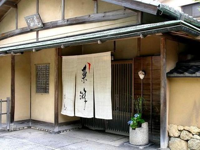 画像: 徳島城址をのぞんで佇む静かな菓子の庵「茜庵」。 日の光が 昼はやわらかく 夕は茜色に かげをおとしてゆきます。