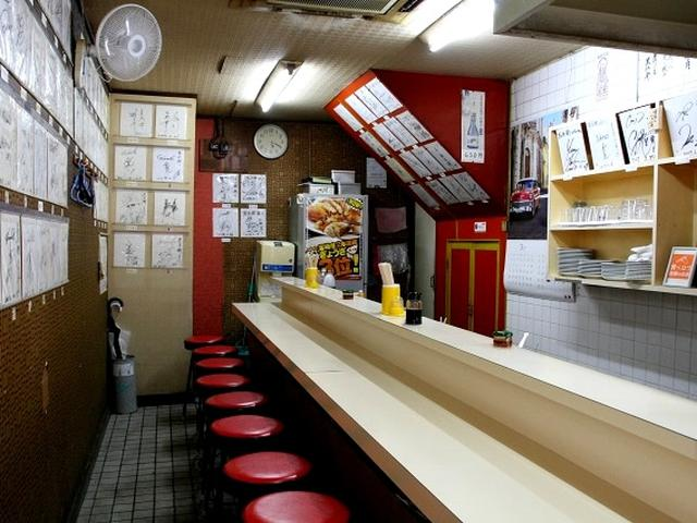 画像: 市内繁華街の一角にある「黒兵衛」は宮崎市を代表する餃子専門店です。ご主人の黒木堅次さんは宮崎市で店を構えて40数年。