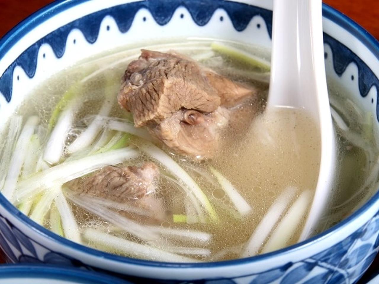 画像: テールスープも付いています。テールは国産。お米は秋田の農家さんから直接仕入れています。