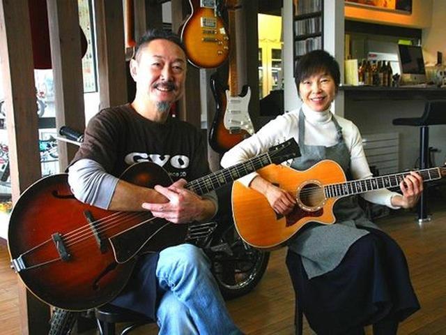 画像: マスターの相原晋一さんは地元のウトロ出身なのですが、東京で音楽をなさっていたそう。奥様のひとみさんもミュージシャン。