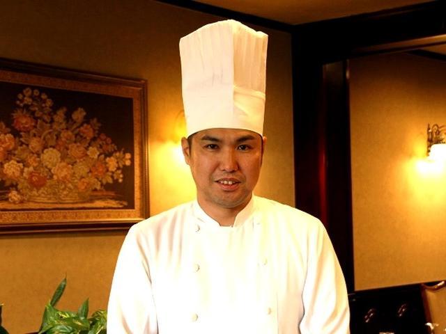 画像: 創業者はオーナーシェフの松木洋一さん。今は息子の伸太郎さん(写真)がメインで料理を作っています。