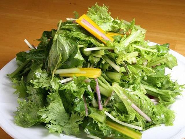 画像: 参考作品の「なわてさんサラダ」(夜メニュー)なわてさんという農家の方が育てた野菜。これまたボリュームたっぷり!