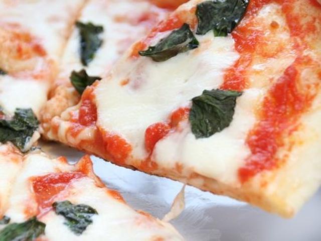 画像: マルゲリータ。オーソドックスというか定番の良さがありますね。イタリア産のモッツァレラチーズの美味しさも加わっています。