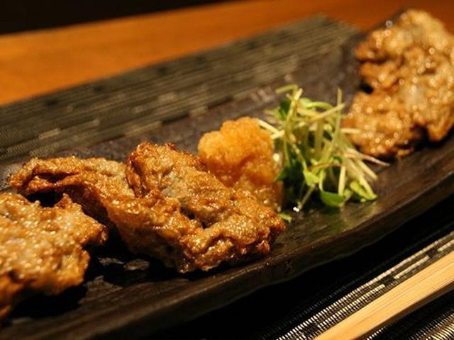 画像: 「ちぎりじゃこ天」。宇和島あたりで採れた小魚の生のすり身を仕入れて、自ら揚げています。香ばしさがケタ違い!美味しい!
