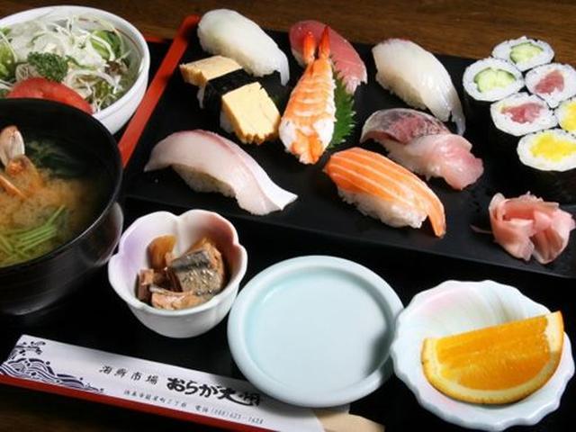 画像: ランチ限定の「まんぷく寿司定食」をいただきました。おお、大ぶりの握り寿司がたくさん!ハマチや、鳴門のアジ、天然鳴門タイなど。