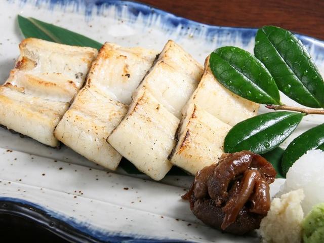 画像: 「蒲焼」や「白焼」もいただきました。こちらでは蒸すスタイルなので、ふわりとした食感と、香ばしき焼き具合が一体。