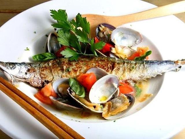 """画像: 魚介中心のラインナップですが、""""和""""のみでは、ありません。たとえば時期限定ですが、サンマのアクアパッツァ。"""