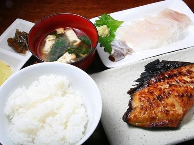 画像: 「銀ダラ定食」も大評判です。身がふっくらとした銀ダラは、程よい脂がのり、優しい味付けで美味。