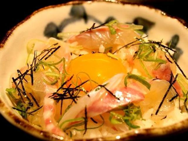 画像: そして看板メニューの「宇和島 鯛めし」。自家製だし醤油は、甘めで、しかもかつおや昆布がしっかりと効いています。