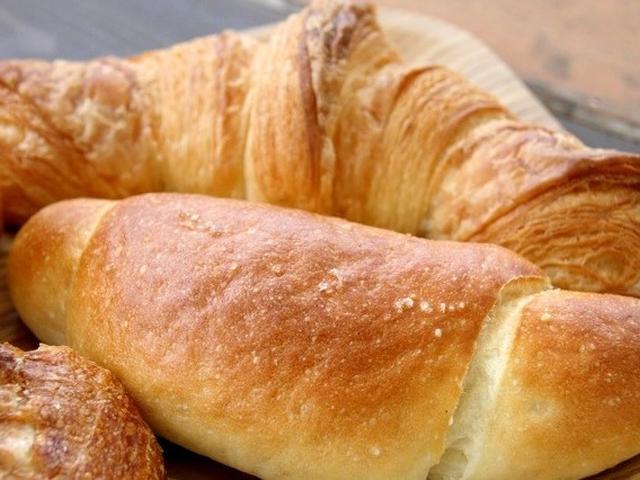 画像: 「塩バター」が2番人気。ほんのりとした塩加減と、じゅわっとしたバターがぴったり。