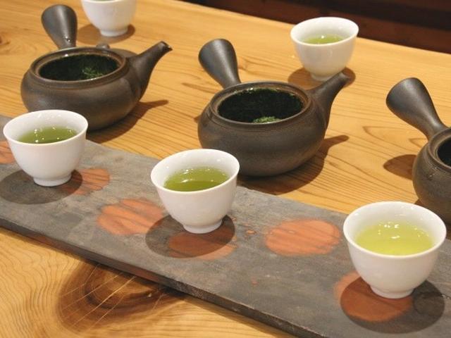画像: 浅蒸し煎茶、中蒸し煎茶、超深蒸し煎茶。ぜんぜん違う味わいですが、実は同じ茶葉だと聞いて、びっくり!