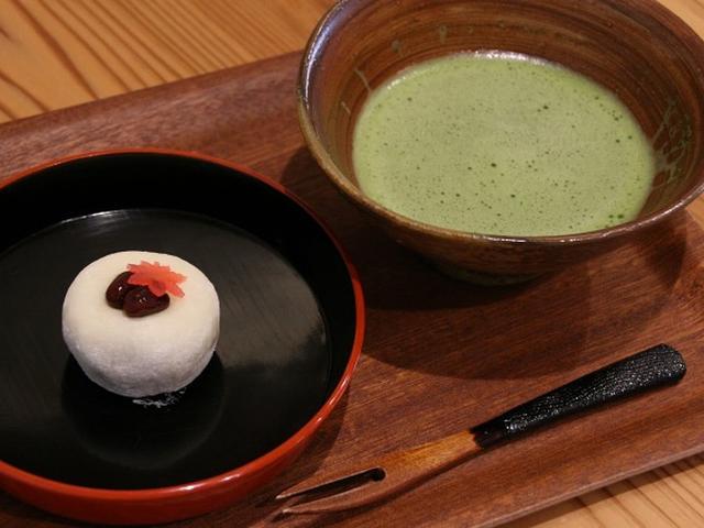 画像: 「上生菓子」もとても評判です。代々受け継がれた技術と、こだわり抜いて作る餡で作成された創作系の上質な生菓子です。