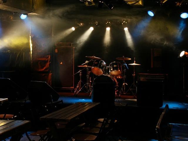 画像: 週末などには音楽ライブも開催されることも。最近では、元ちとせさん、中孝介さん、竹原ピストルさんもステージに立ったとか。