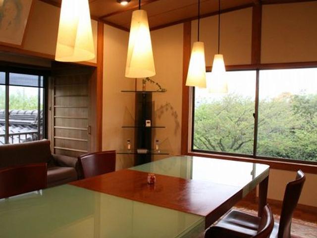 画像: 2階もあり、和室にテーブル&チェアーが設置されていたりも。