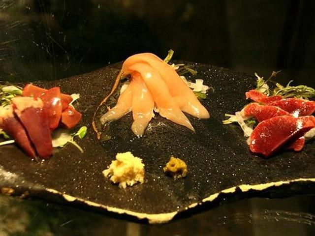 画像: 「新得地鶏刺身」レバー、砂肝、ささみ。まさに新鮮。
