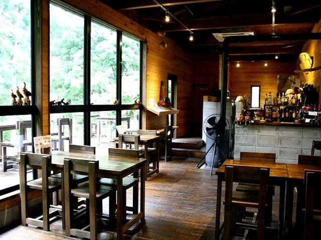 画像: 2012年12月にDining Café Barとしてオープン。ハンドメイドとは思えぬ堂々とした造りにびっくり。