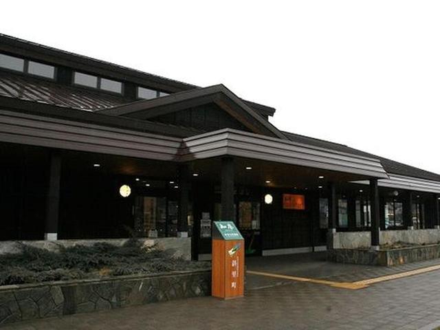 """画像: 国道334号線沿いにあり、世界自然遺産""""知床""""の玄関口に位置する、知床観光の拠点施設です。"""