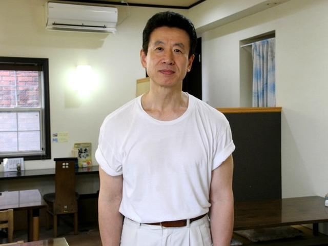 画像: ご主人の三ッ井章久さんは6代目。空手の師範で、今でも空手を続けています。コワモテという印象はなく、むしろ優しい雰囲気です。