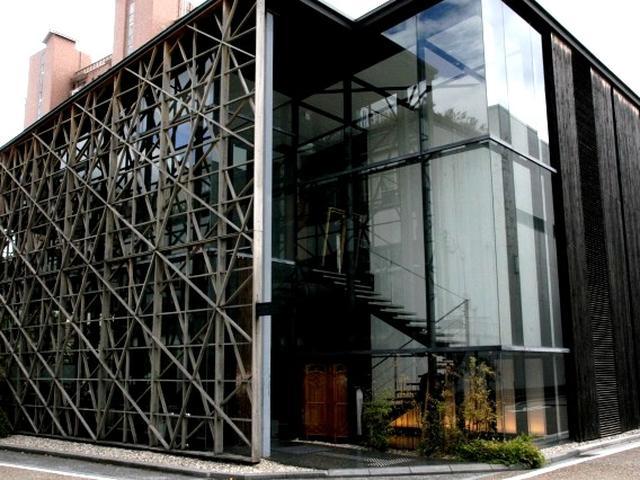 画像: 建物は世界的な建築家の隈研吾氏の設計。まさに和と現代の融合的な空間が見事です。