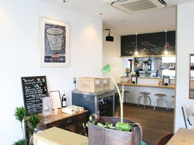 画像: 店内に入れば、イタリアの田舎町にあるような食堂みたいな雰囲気。清潔で、そしてほのぼのとした時が流れています