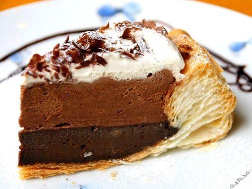 画像: 「ダブルチョコレートパイ」。自家製パイ生地にベルギー産のスイートチョコレートを使用したクリームを2層に流し込んでいます。
