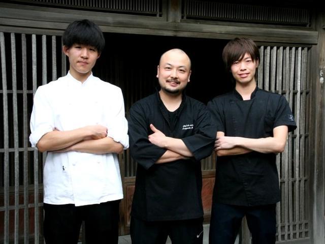 画像: シェフは堀田剛氏(写真中央)。本場フランスで修行し、帰国後20代にしていくつものレストランで料理長を務めた実力派。
