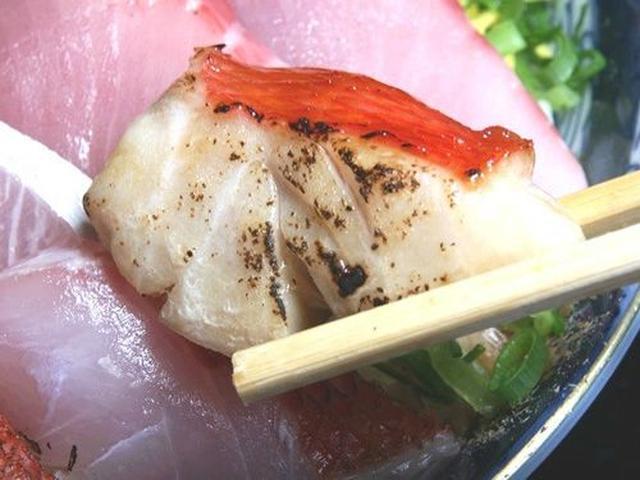 画像: 金目鯛の照焼き。こちらも分厚くて、香ばしくて美味!