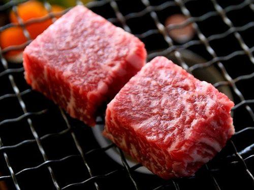 画像: 土佐和牛は、網焼きにして、いただきます。